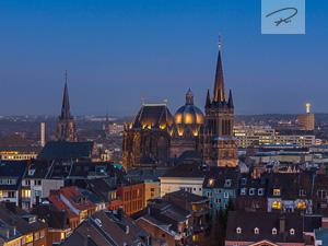 Aachener Dom zur Dämmerung