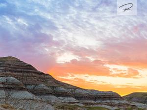 Sonnenaufgang in den Drumheller Badlands Panorama - Alberta Kanada