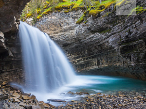 Wasserfall im Johnston Canyon in Kanada - Alberta