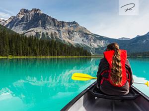 Kanufahren auf dem Emerald Lake in Kanada