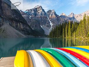 Kanus am Moraine Lake - Banff National Park - Kanada