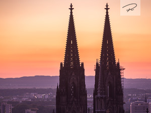 Kölner Domspitzen am abend