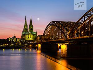 Stadt Köln am Abend