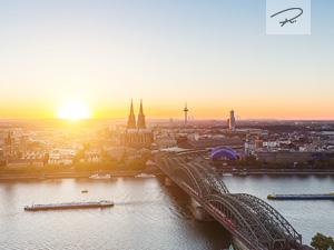 Kölner Skyline zum Sonnenuntergang Panorama