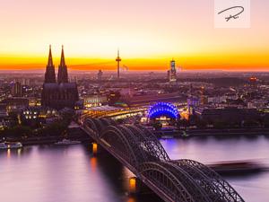 Köln im Abendrot zur Dämmerung