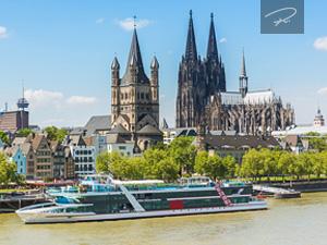 Köln mit gross st. martin am Rhein