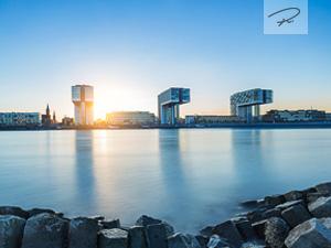Köln Kranhäuser im Sonnenuntergang