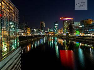 medienhafen Duesseldorf bei nacht