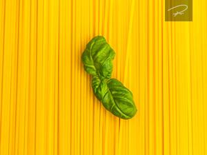Spaghetti Nudeln mit Basilikum
