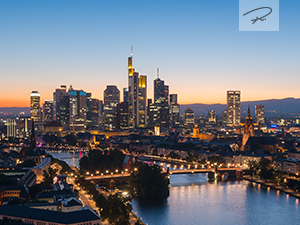 Stadt Frankfurt im Sonnenuntergang