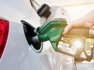 female hand refilling the car with fuel on a filling station : Stockfoto oder Stockvideo und Fotos, Bilder, Stockmedien von rcfotostock | RC-Photo-Stock