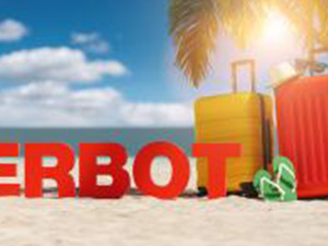 Reiseverbot (German for: Travel ban in the coronavirus pandemic) concept with slogan on the beach with Suitcase, Palm tree, flip-flops and blue sky : Stockfoto oder Stockvideo und Fotos, Bilder, Stockmedien von rcfotostock | RC-Photo-Stock