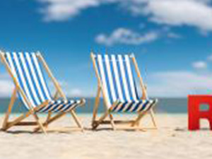 Reiseverbot (German for: Travel ban in the coronavirus pandemic) concept with slogan on the beach with deckchair, Palm tree and blue sky : Stockfoto oder Stockvideo und Fotos, Bilder, Stockmedien von rcfotostock | RC-Photo-Stock
