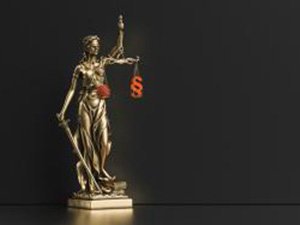 The Statue of Justice - lady justice or Iustitia / Justitia the Roman goddess of Justice with coronavirus covid-19 in scale, law concept image, banner size : Stockfoto oder Stockvideo und Fotos, Bilder, Stockmedien von rcfotostock | RC-Photo-Stock
