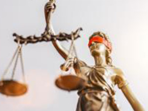 The Statue of Justice - lady justice or Iustitia / Justitia the Roman goddess of Justice with red blindfold, banner size, copyspace for your individual text. : Stockfoto oder Stockvideo und Fotos, Bilder, Stockmedien von rcfotostock | RC-Photo-Stock